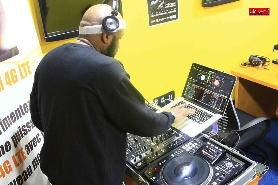 DJ FLEO.