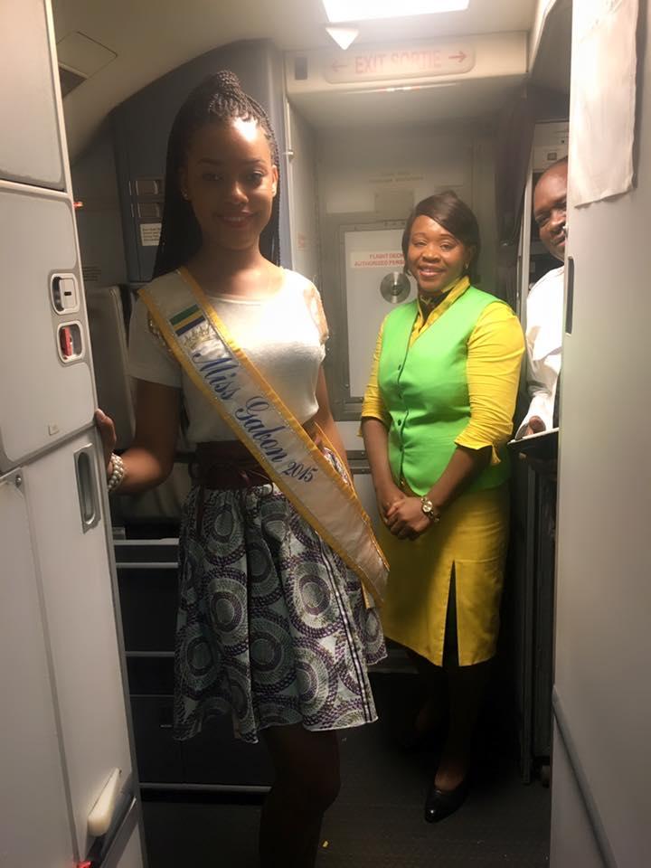 Reine Ngotala, Miss Gabon 2015, s'envolant pour le Nigeria.