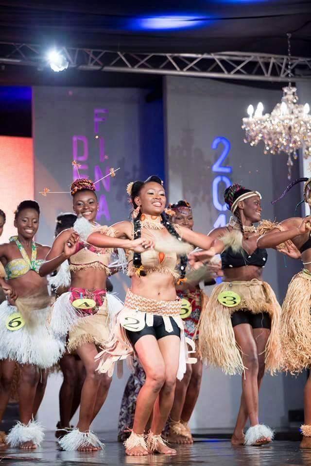 Larah Adama, en tenue traditionnelle lors de la finale Miss Gabon 2015.