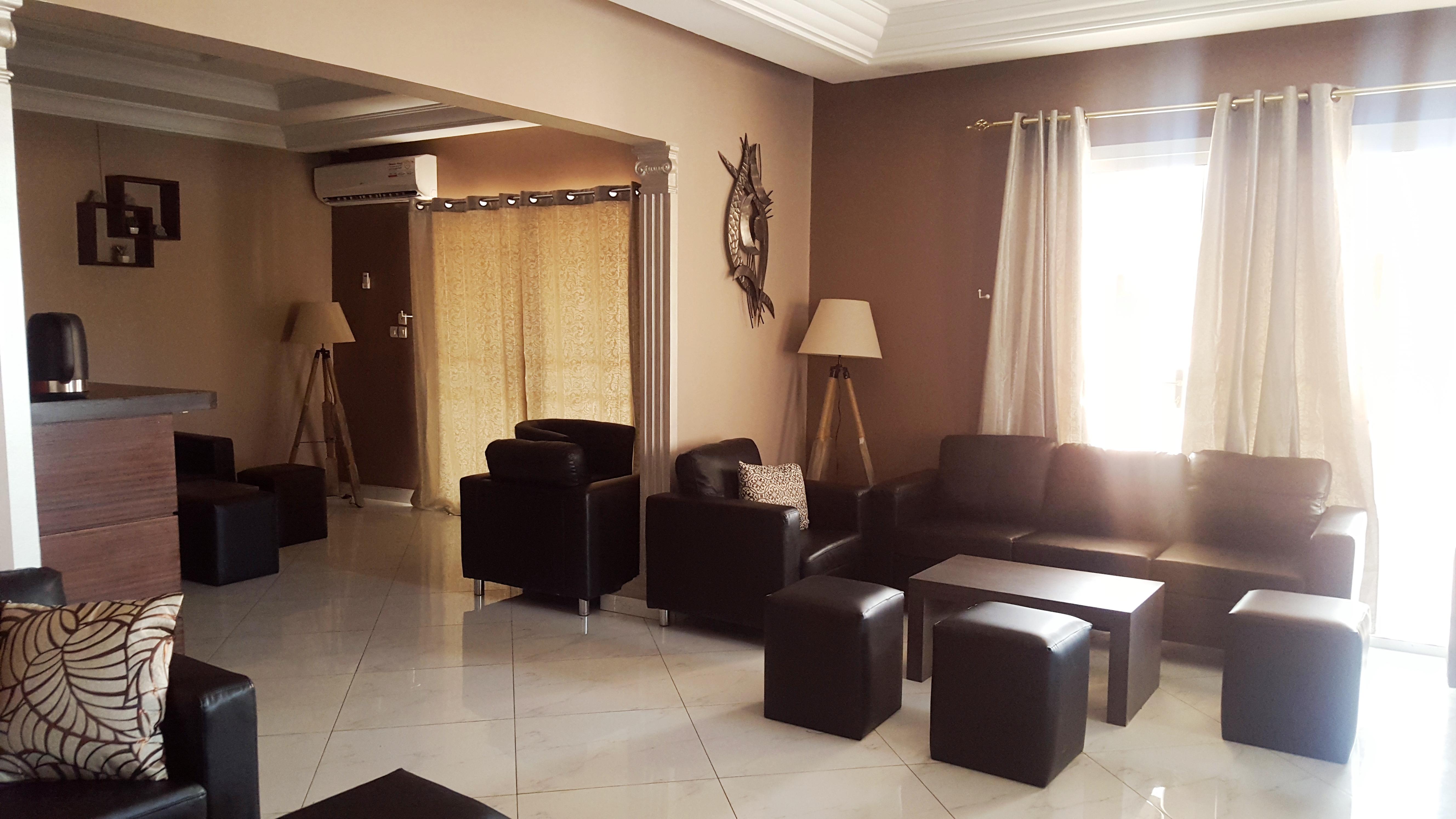 Décoration d'intérieur salon privé par Claudia Walker.