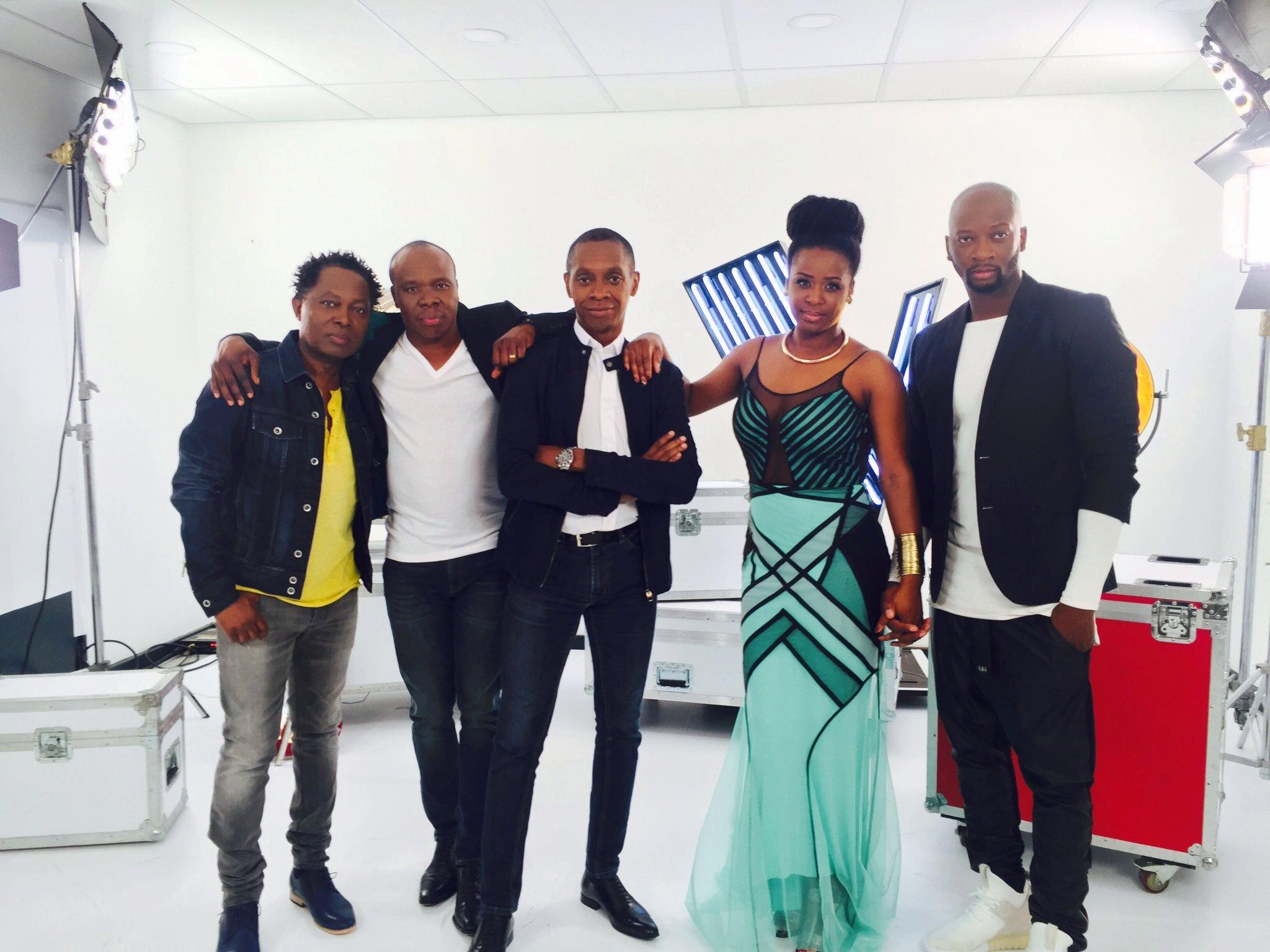 Claudy Siar avec les membres du jury de The Voice Afrique Francophone Lokua Kanza, Asalfo, Charlotte Dipanda et Singuila.
