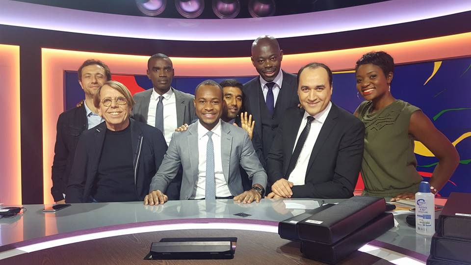 Freddhy Koula, sur le plateau de l'émission TALENTS D'AFRIQUE sur canal + .