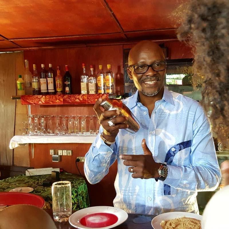 """Serge Abessolo, jouant le personnage d'Ombalo dans la série """"Chez Ombalo""""."""