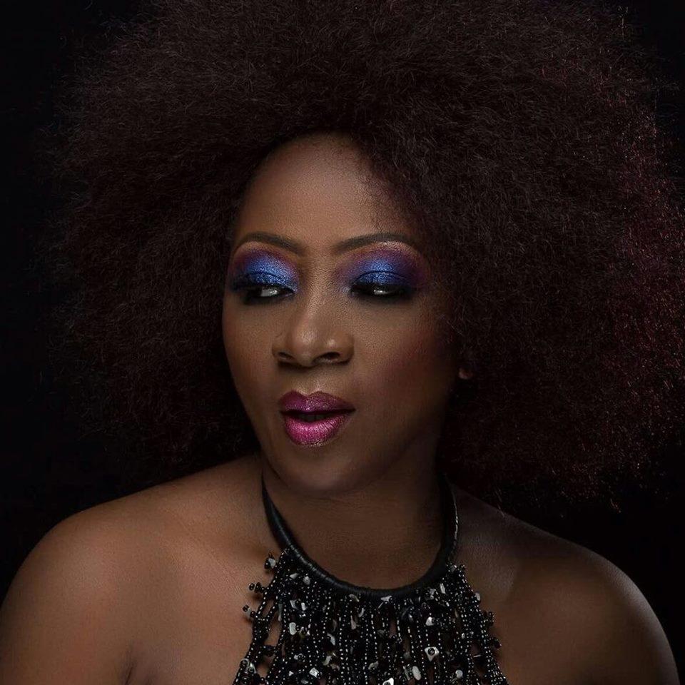 Pamela-Sonya Ovono, Chef d'entreprise, Coach en images, Fondatrice de l'agence Angouane.